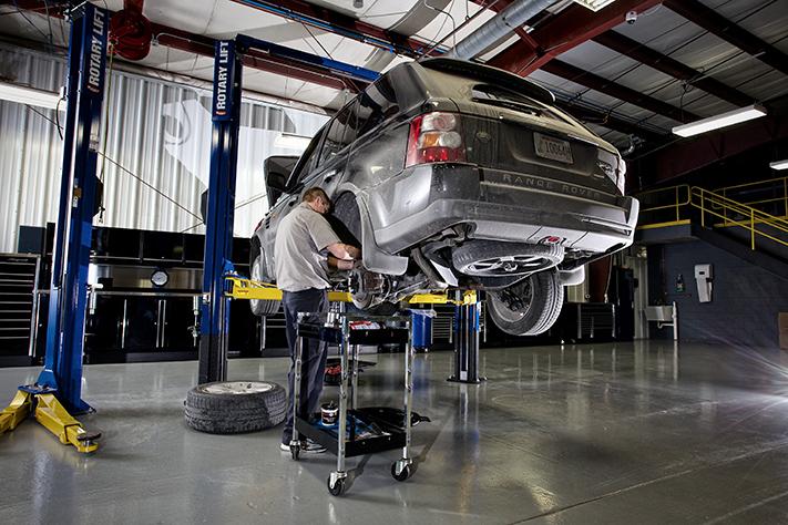 Dell's Service Center, Green Bay WI, 54304, Auto Repair, Mercedes Repair, Volvo Repair, Land Rover Repair and Mercedes service