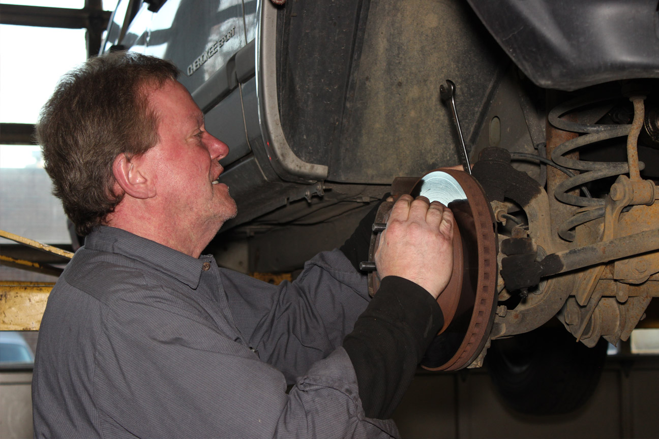 Brachs Auto Center, Chicago IL, 60643, Auto Repair, Brake Repair, Emissions Repair, Check Engine Light and Engine Repair